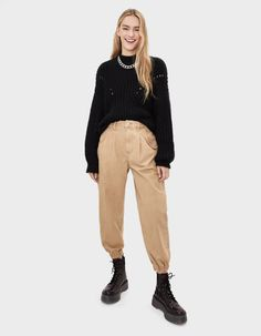 Slouchy Outfit, Slouchy Pants, Jean Outfits, Winter Outfits, Pantalon Slouchy, Beige Jeans, Beige Outfit, Pants Outfit, Everyday Outfits