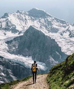 Walking the Eiger Trail #outdoor #Switzerland Article à lire sur le blog madebymaider.com #outdoortraveladventure switzerland Travel Accedi al nostro sito Ulteriori informazioni https://storelatina.com/switzerland/travelling #switzerlandrecipes