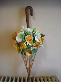 Mantyhose Çorap - Diy and crafts interests Umbrella Wreath, Umbrella Decorations, Umbrella Centerpiece, Paper Flowers Diy, Flower Crafts, Flower Art, Paper Roses, Tie Crafts, Diy And Crafts