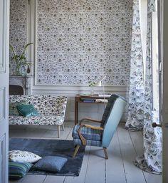 Designers Guild Issoria printed fabric and wallpaper Disponible en @latorredecora