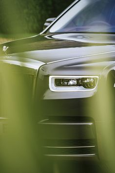 Guided by the Spirit of Ecstasy on the hood we leave the Rolls-Royce estate in Goodwood. The factory of this unique brand lays hidden behind the hills of the. Rolls Royce Ghost Black, Rolls Royce Wallpaper, Rolls Royce Dawn, Bmw Suv, Bentley Rolls Royce, Rolls Royce Cullinan, Bmw Wallpapers, Rolls Royce Phantom, Mercedes Benz Cars