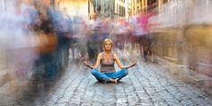 Mit Yin Yoga Loslassen und richtig entspannen. Diese Yoga-Form ist sowohl für Einsteiger als auch für Erfahrene ideal.