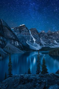 Moraine Lake at Night | Andrey Popov
