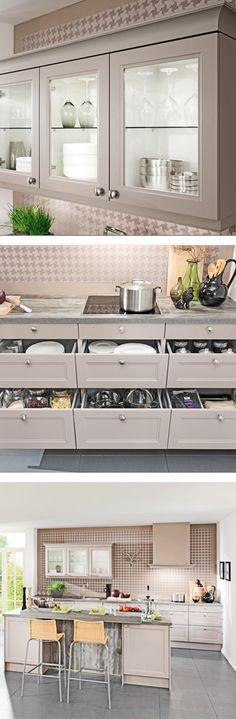 Landhausküche Grau Mit Vielen Laden