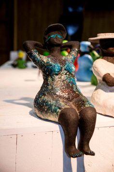 Art immediately smiles - Frauenskulpturen - taktak decor Paper Mache Sculpture, Sculptures Céramiques, Sculpture Art, Plus Size Art, African Diaspora, Fat Women, Madame, Large Art, Clay Creations