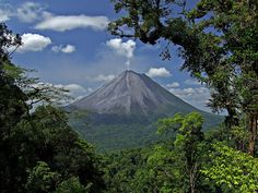 Volcán Arenal - 10 Things That Make Costa Rica an Incredible Country On The Planet