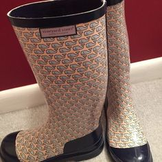 Size 7 women's vineyard vines rain boots Rain boots perfect when it's stormy! Pink boots with baby blue whales, lightly worn! Vineyard Vines Shoes Winter & Rain Boots