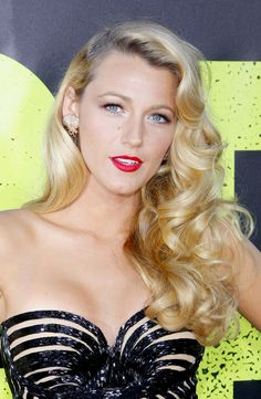 Blake Lively's bombshell blonde vintage curls are giving us mega hair envy!