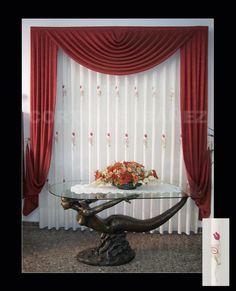 Cortina de visillo bordado y confeccionado manual para hacer coincidir los motivos y gotera de una honda grande con corbatas hasta el suelo y recogidas en alzapaños de latón/cristal. Tela de las hondas y corbatas tela de STROPICCIATO rojo.