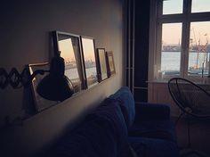 Sundowner ️ Schönen Abend!  #art #decor #decoration #einrichtung #elbe #eveningsun #friday #Hamburg #harbour #hh #interieur #interior #interiordecor #interiordesign #interiores #interiors #interiorstyling #living #reflection #reflections #room #roomwithaview #sun #sundowner #view #welovehh #window #windows #windowview
