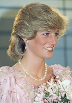 April Prince Charles & Princess Diana attend the Royal Gala Concert, Melbourne Concert Hall in Victoria, Australia. Princess Diana Family, Princess Diana Pictures, Prince And Princess, Princess Of Wales, Lady Diana Spencer, Pink Evening Gowns, Charles And Diana, Prince Charles, Isabel Ii