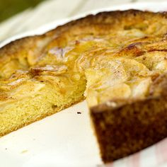 Eplekake med eplemos Frisk, Cornbread, Banana Bread, Pie, Ethnic Recipes, Desserts, Autumn, Food, Millet Bread