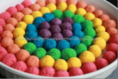 Rainbow Cake Pop Tutorial:  This is actually very fun to do with your kids! Fun Food, Good Food, Rainbow Cake Pops, Cake Pop Bouquet, Cake Pop Tutorial, Roosters, Projects For Kids, Rainbows, Dog Food Recipes