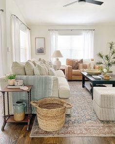 Home Living Room, Living Spaces, Cute Home Decor, Home Decor Inspiration, Decor Ideas, Home Furniture, Decoration, Family Room, House Design