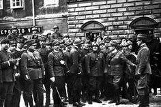 Il poeta Gabriele D'Annunzio guida i legionari verso l'occupazione della città di Venezia.(1919)