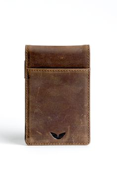 Premium top grain leather was used to create this masterpiece in simplicity. Distressed vintage leather wears with use and acquires a beautiful patina and poli
