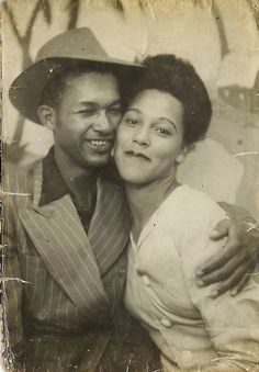 ** Vintage Photo Booth Picture **   Beautifully happy young African American couple in the 1940s.