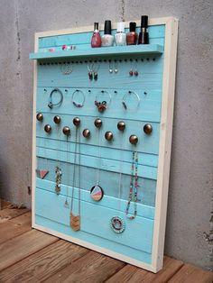 34 ideas for jewerly organizer pallet etsy Diy Jewelry For Mom, Diy Jewelry Recycled, Beach Jewelry, Jewelry Organizer Wall, Jewellery Storage, Jewellery Boxes, Jewelry Holder, Jewelry Box, Diy Wood Projects