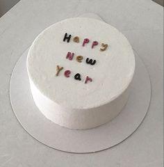 New birthday cake white sweet treats Ideas Pretty Birthday Cakes, Pretty Cakes, Cake Birthday, Mini Cakes, Cupcake Cakes, Cupcakes, Simple Cake Designs, Korean Cake, Masterchef