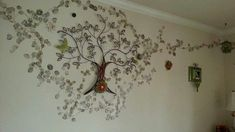 Cool wall decor idea. There is a metal tree sculpture in the center. Blends perfectly with the color of the stenciled leaves Leaf Wall Art, Metal Tree Wall Art, Metal Wall Decor, Cool Wall Decor, Tree Sculpture, Metal Walls, Home Decor Items, Cool Stuff, Leaves