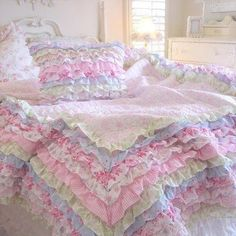 Foto: How amazing is this quilt cover....the name of the company that sells them is on the piccy and I think from memory they are in America...all the pretty stuff is overseas.  Have a Perfect Night <3