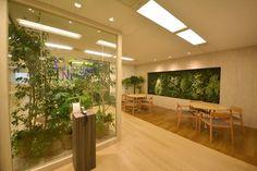 ボタニカルなデザインで安らぎを忘れない。モダンでシャープなクリアオフィス オフィスデザイン事例 デザイナーズオフィスのヴィス