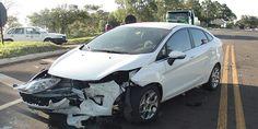 Forte colisão entre dois veículos no trevo de Santo Antônio - http://projac.com.br/noticias/forte-colisao-entre-dois-veiculos-no-trevo-de-santo-antonio.html