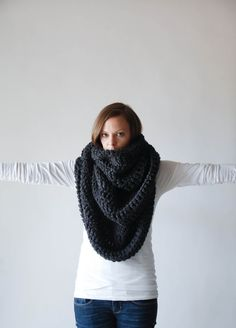 THE ALASKAN Huge Chunky Infinity Scarf Shawl Hood / Charcoal Grey