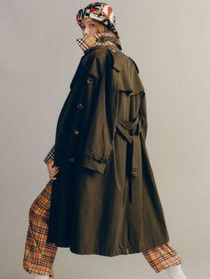 The Long Westminster Heritage Trench Coat in Dark Military Khaki - Women | Burberry Australia - cell image 1
