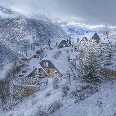 I'm back to snow paradise.  #travel #carameltrail #spain #pyrenees #ski #snow #friends #paradise #nonstop