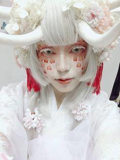 Unicorn Crafts for unicorn fans? Cosplay Makeup, Costume Makeup, Beatnik Style, Beatnik Fashion, Uni Fashion, Fall Fashion, Fashion Outfits, Character Design Inspiration, Makeup Inspiration