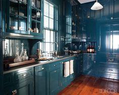 Teal kitchen: Miles Redd-designed blue kitchen photographed for Elle Decor Teal Kitchen Cabinets, Kitchen Butlers Pantry, Kitchen Cabinet Colors, Butler Pantry, Kitchen Walls, Navy Kitchen, Green Kitchen, Glossy Kitchen, Nautical Kitchen