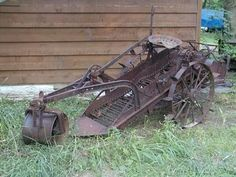Very nice Hoover horse drawn potato . Antique Tractors, Vintage Tractors, Vintage Farm, Farmall Tractors, Ford Tractors, Potato Digger, Food Plots For Deer, Crop Protection, Farm Images
