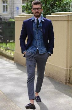 How to combine: blue denim jacket navy blue jacket white business shirt dark gray wool suit pants Blazer Fashion, Fashion Outfits, Stylish Men, Men Casual, Mode Man, Mens Fashion Blog, Men's Fashion, Fashion Styles, Work Fashion