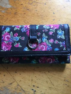 Such a small wallet with lots of compartments