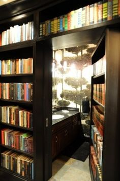 Secret room behind the bookshelf. I'd love to do this in my apartment. Impractical but it'd be so worth it.