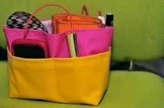 "Free sewing tutorial ""Moving bag"" / purse organizer for moving all your stuff from one purse to another."