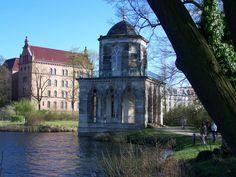 Potsdam - Gotische Bibliothek von 1792 am Heiligen See