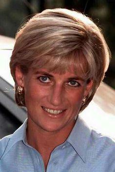 Diana, Princess of Wales - Royal Family Tree: who's who in the British Royal Family - Princess Diana Hair, Princess Of Wales, Real Princess, Thin Hair Haircuts, Short Bob Haircuts, Royal Family Trees, Prince Charles And Diana, Diana Fashion, Glamour Uk