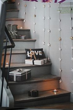 love this idea of trailing little gifties up the stairs with candles. (but, with the dogs about, maybe the little flameless battery-op thingies are the way to go...)