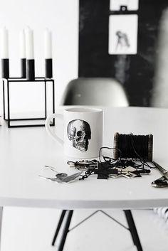 Chandelier cube + skull mug