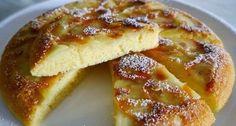 מתכון מעולה לעוגת תפוחי עץ הפוכה שמכינים על המחבת, מבלי להדליק תנור כלל. עוגה קלה ומהירה ב-10 דקות בלבד. ניתן להכין עם תפוחי עץ, בננות, תותים וגם אפרסקים.