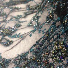 Renda bordada azul tule preto