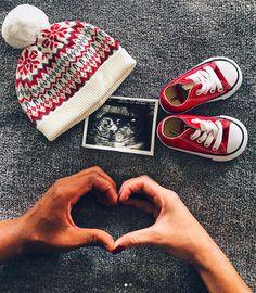 55 Creative Pregnancy Announcement Ideas to Totally Steal - - Schwangerschafts Fotos - Schwangerschaft Maternity Photography Poses, Maternity Poses, Maternity Pictures, Baby Pictures, Maternity Photo Props, Baby Bump Photos, Creative Pregnancy Announcement, Pregnancy Info, Pregnancy Fruit