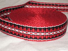 Red, black, and white inkle trim (over 14 feet - hand woven) by on etsy Tooooo beautiful i just love the colors and the work is wonderful ! Inkle Weaving Patterns, Loom Weaving, Loom Patterns, Hand Weaving, Inkle Loom, Purse Handles, Weaving Projects, Crafty Craft, Red Black