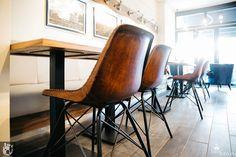 Krzesła kawiarniane i stoliki - kawiarnia 12 oz w Berlinie