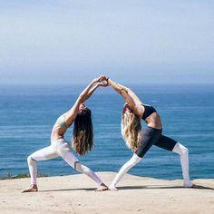 40 beste afbeeldingen van duo yoga  partneryoga yoga en
