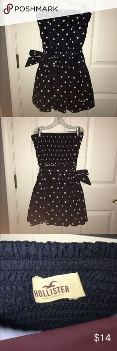 Hollister dress Strapless, navy blue and white polka dots, comes with bow. Worn twice great condition. Hollister Dresses Strapless