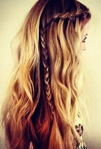 Gorgeous side braid.