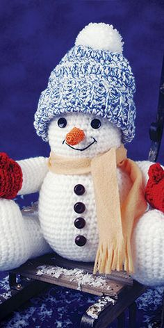 Crochet - This jolly little snowman is sure to bring a smile to all who see him. Made using a worsted-weight yarn and a size crochet hook. Size 10 crochet cotton is used for the nose and mouth. Crochet Snowman, Crochet Christmas Ornaments, Christmas Crochet Patterns, Crochet Snowflakes, Christmas Knitting, Christmas Tree, Crochet Crafts, Crochet Toys, Crochet Projects